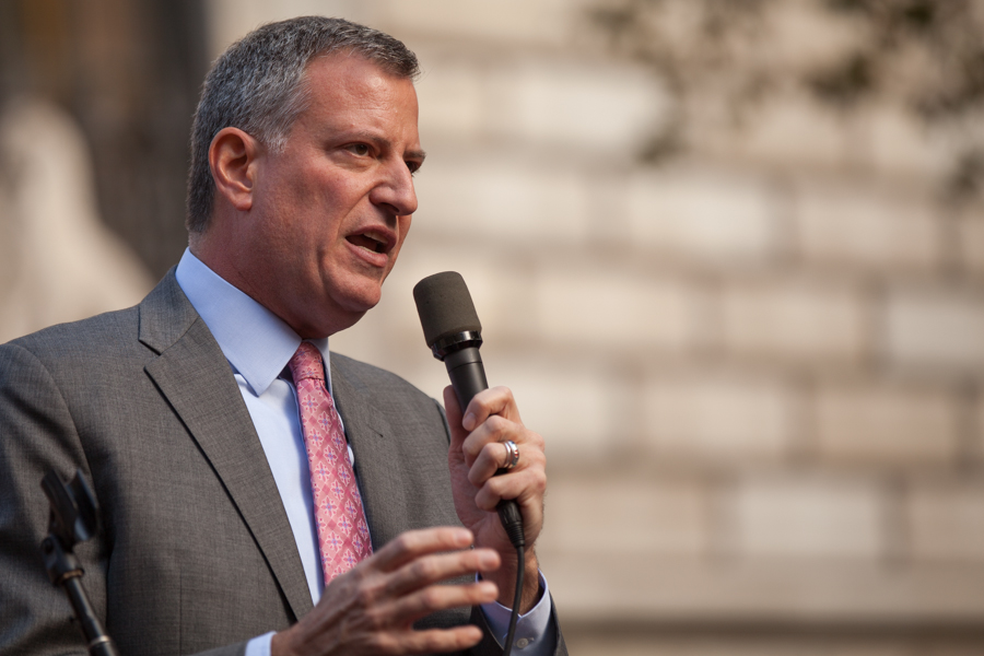 Bill de Blasio sues