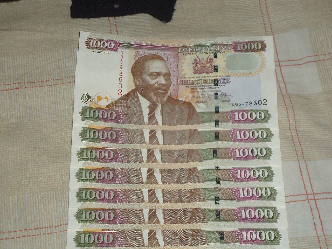 Kenyan central bank withdraws high-value banknotes